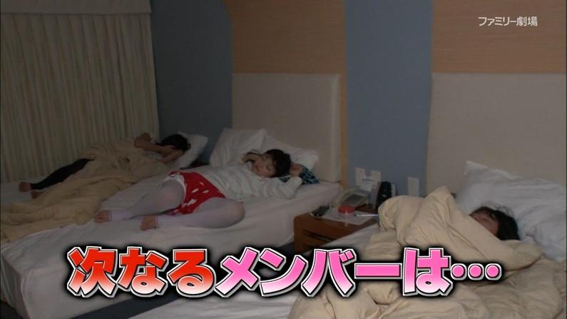 【寝顔キャプ画像】テレビで無防備な寝姿を披露されちゃったタレント達w 12