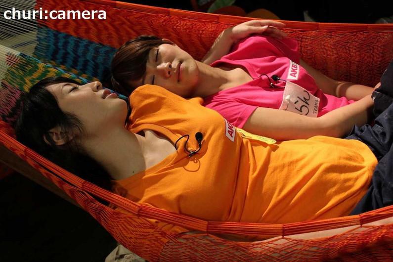 【寝顔キャプ画像】テレビで無防備な寝姿を披露されちゃったタレント達w 24