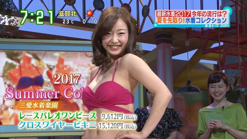 【水着キャプ画像】テレビに映る巨乳アイドルのビキニからはみ出すオッパイが悩殺的w 08