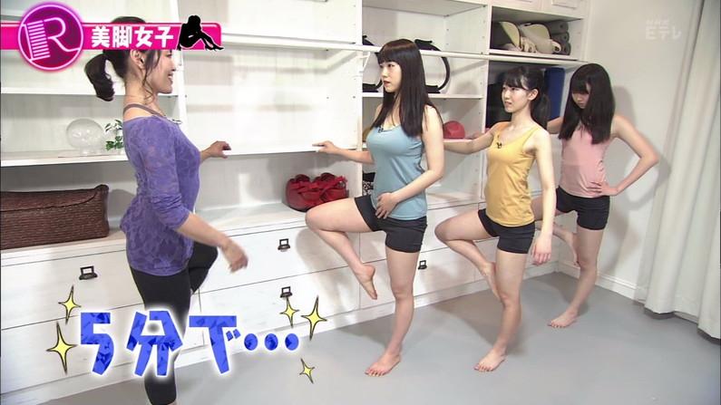 【太ももキャプ画像】タレントさん達のエロい生足が見放題wこんな生足見せてくれるんですかw