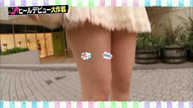 【太ももキャプ画像】タレントさん達のエロい生足が見放題wこんな生足見せてくれるんですかw 12