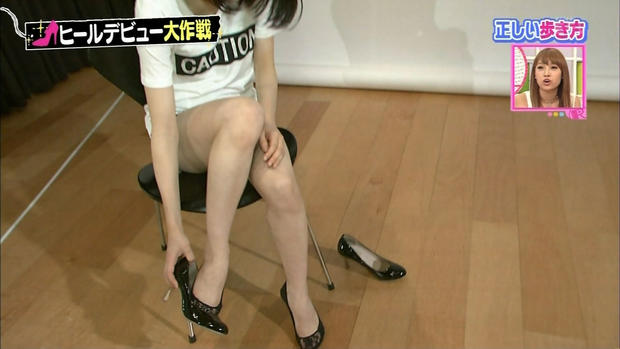 【太ももキャプ画像】タレントさん達のエロい生足が見放題wこんな生足見せてくれるんですかw 13