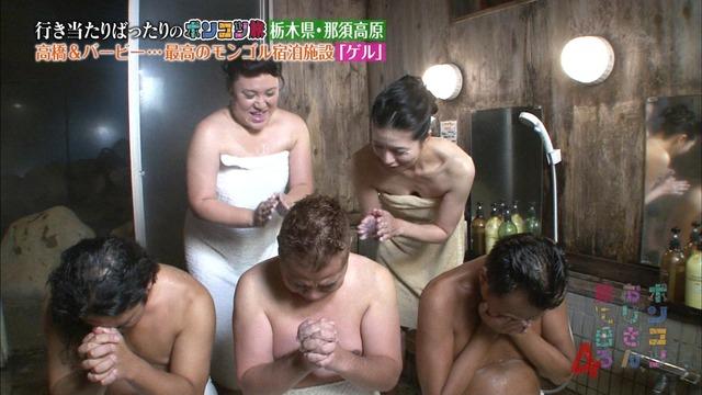 【温泉キャプ画像】温泉レポでやらしく巨乳の谷間見せつけるタレント達w 01