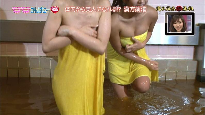 【温泉キャプ画像】温泉レポでやらしく巨乳の谷間見せつけるタレント達w 14