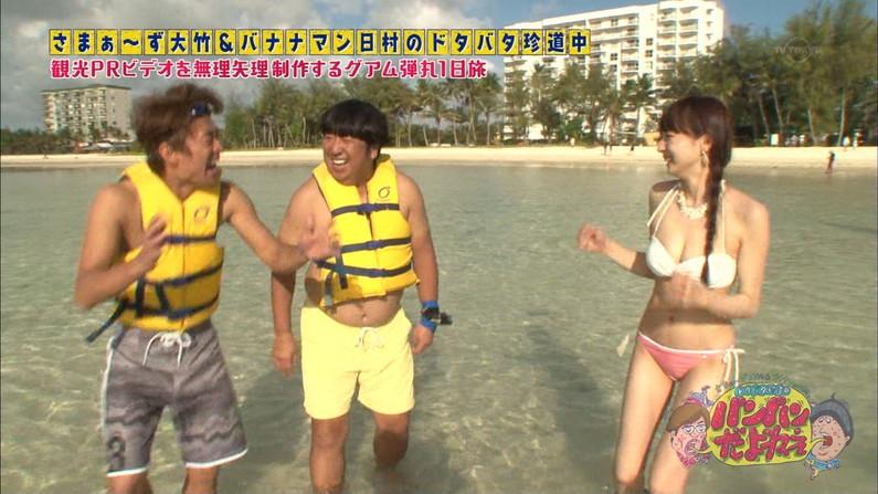 【水着キャプ画像】オッパイは見せるものと思ってる巨乳タレントの水着姿がエロすぎw 14