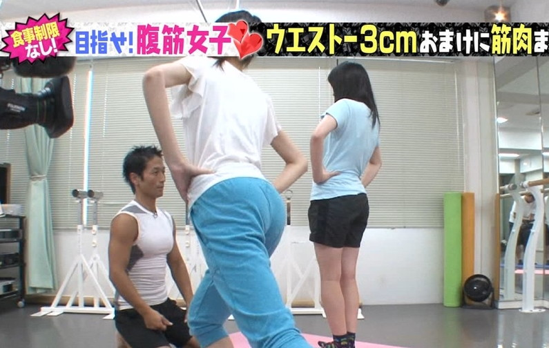 【お尻キャプ画像】ピタパン履いたお尻の形がくっきりなタレント達w 13