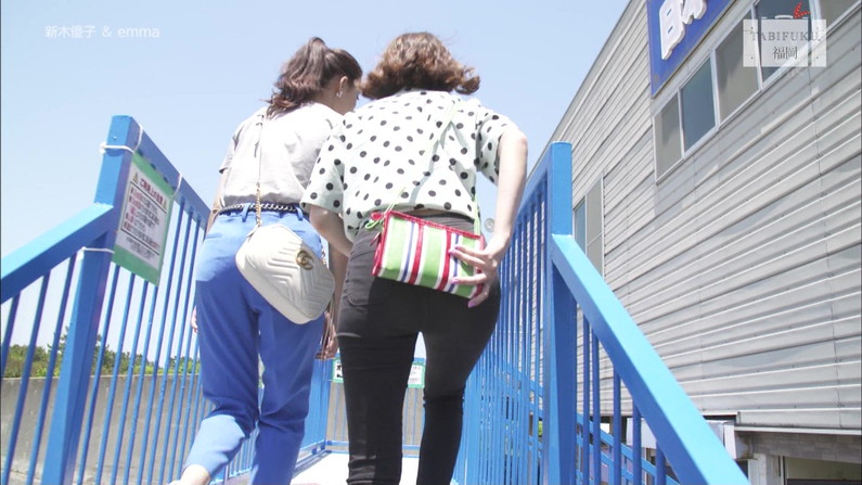 【お尻キャプ画像】ピタパン履いたお尻の形がくっきりなタレント達w 23