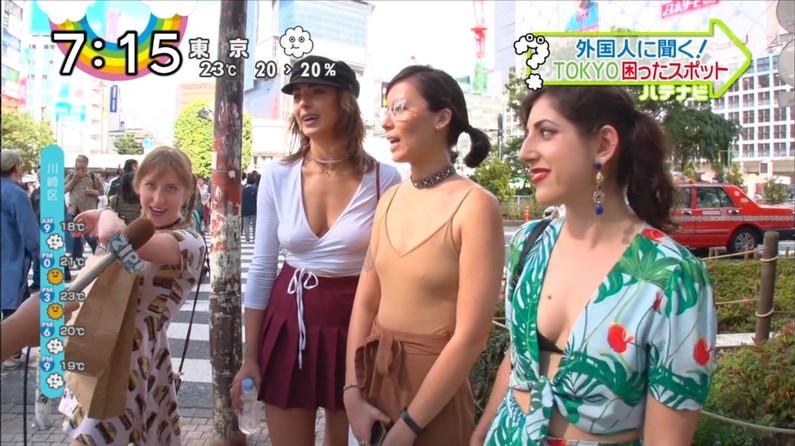 【胸ちらキャプ画像】エロい谷間を見せつけるかのようにテレビに出てくる巨乳タレントw 05