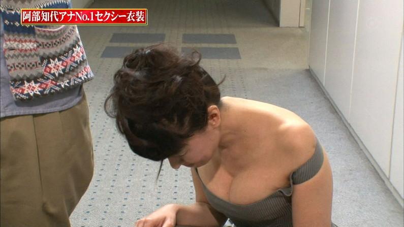 【胸ちらキャプ画像】エロい谷間を見せつけるかのようにテレビに出てくる巨乳タレントw 18