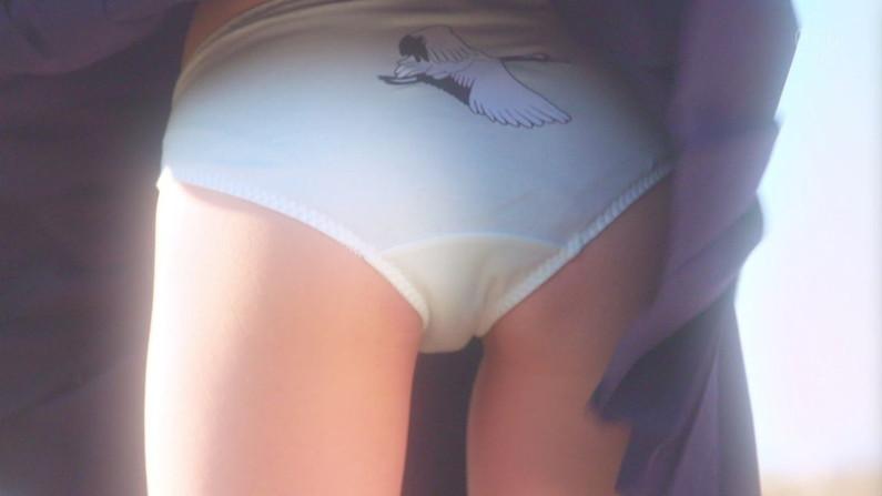 【お尻キャプ画像】水着姿や下着姿でテレビに出る美女達のハミ尻がたまらんw 21