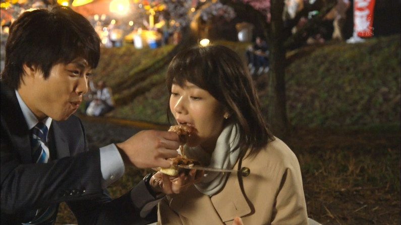 【疑似フェラキャプ画像】食レポでエロい食べ方するタレント達w 16