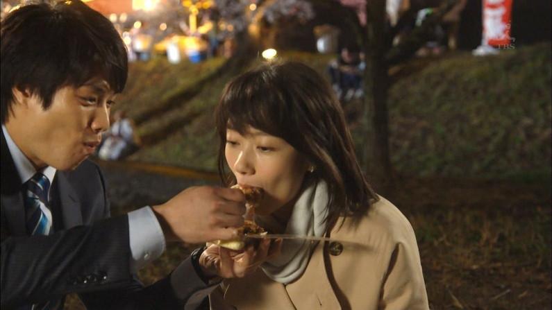 【疑似フェラキャプ画像】食レポでエロい食べ方するタレント達w 17