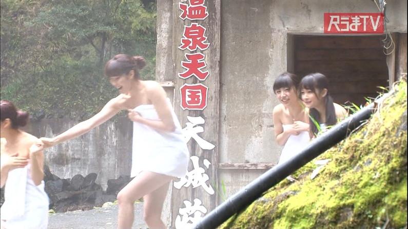【温泉キャプ画像】巨乳タレントのハミ乳がエロい温泉レポww