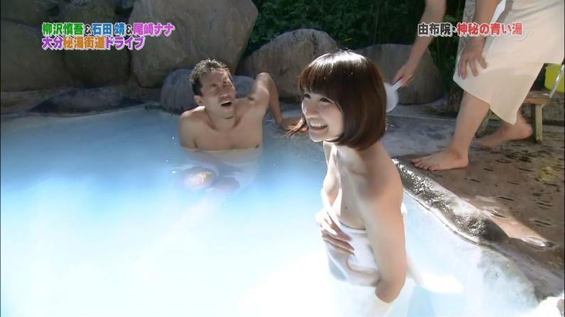 【温泉キャプ画像】巨乳タレントのハミ乳がエロい温泉レポww 01