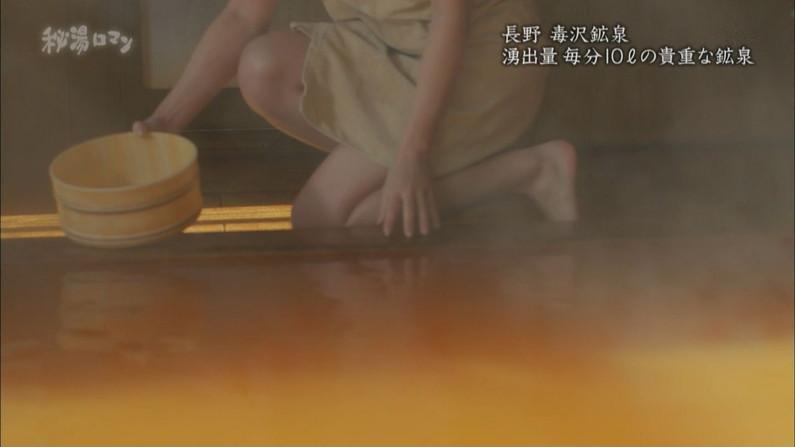 【温泉キャプ画像】巨乳タレントのハミ乳がエロい温泉レポww 17