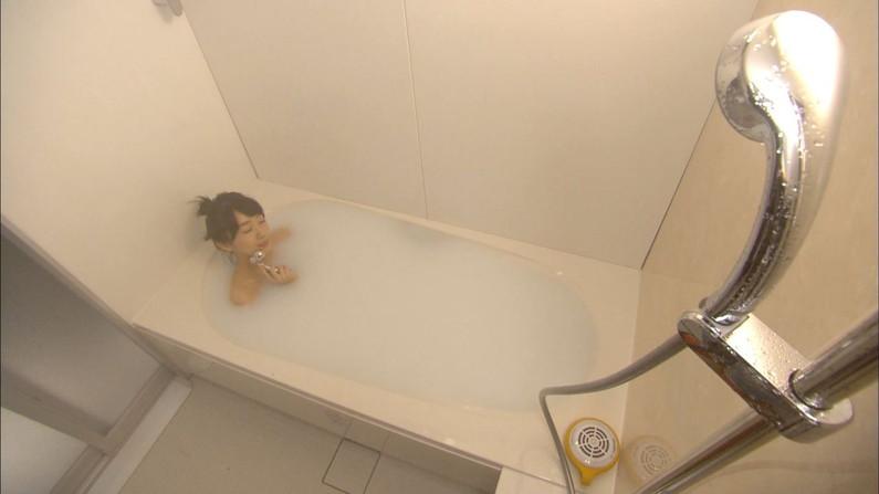 【温泉キャプ画像】巨乳タレントのハミ乳がエロい温泉レポww 19