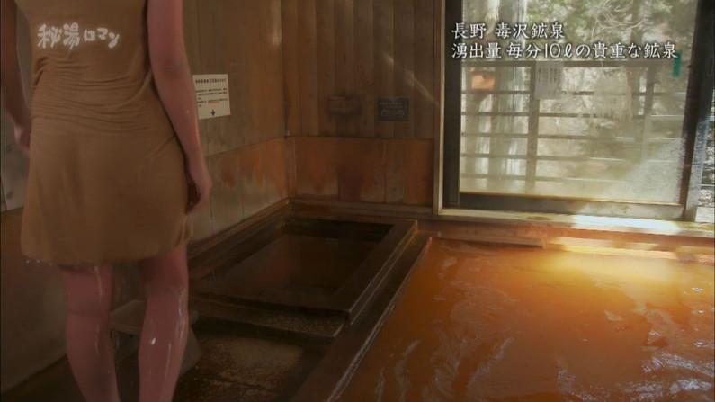 【温泉キャプ画像】巨乳タレントのハミ乳がエロい温泉レポww 22