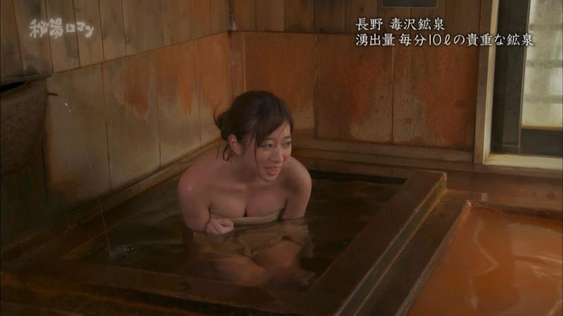 【温泉キャプ画像】巨乳タレントのハミ乳がエロい温泉レポww 23