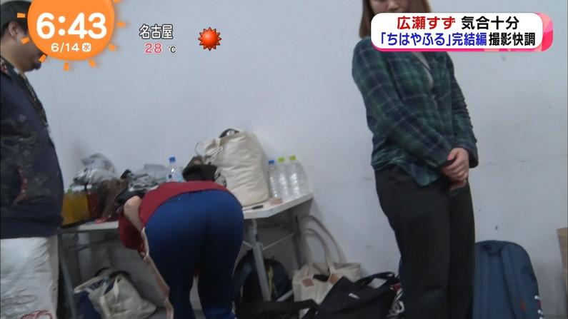 【お尻キャプ画像】お尻のライン丸わかりなピタパン履いてるタレント達のお尻エロww 01