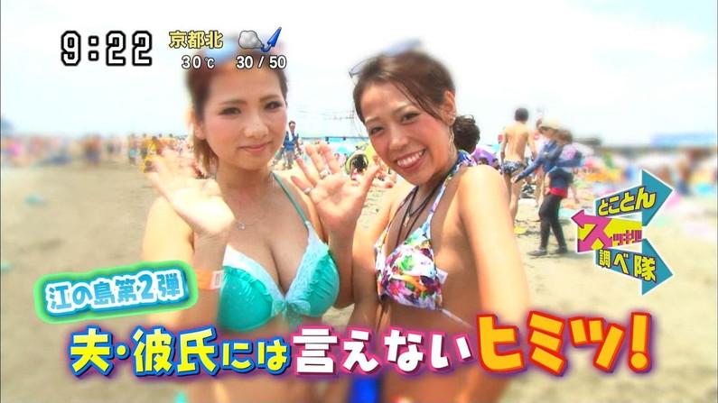【水着キャプ画像】今年もこの光景が見れるのはもぉ間近wテレビに映されたエロい水着の素人達w 20