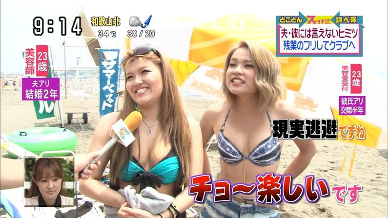 【水着キャプ画像】今年もこの光景が見れるのはもぉ間近wテレビに映されたエロい水着の素人達w 23