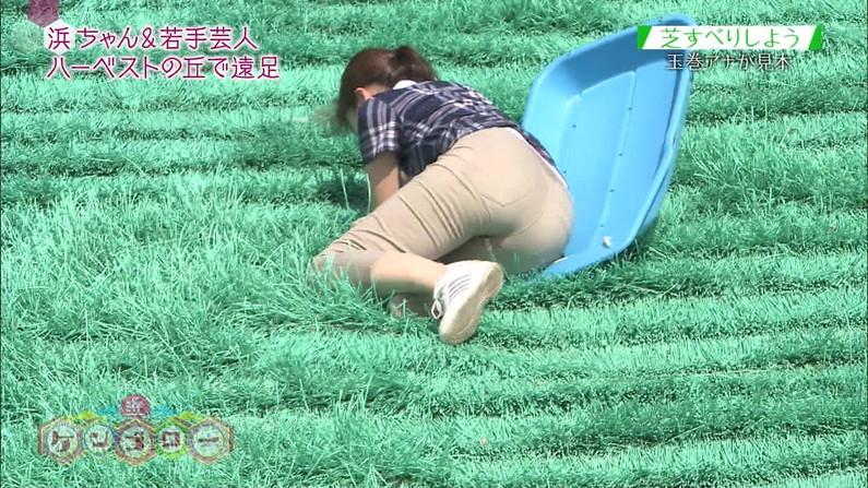 【お尻キャプ画像】タレント達がピタパン履いてパン線まで見せまくりww 01