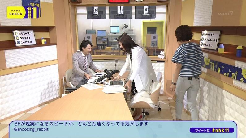 【お尻キャプ画像】タレント達がピタパン履いてパン線まで見せまくりww 11