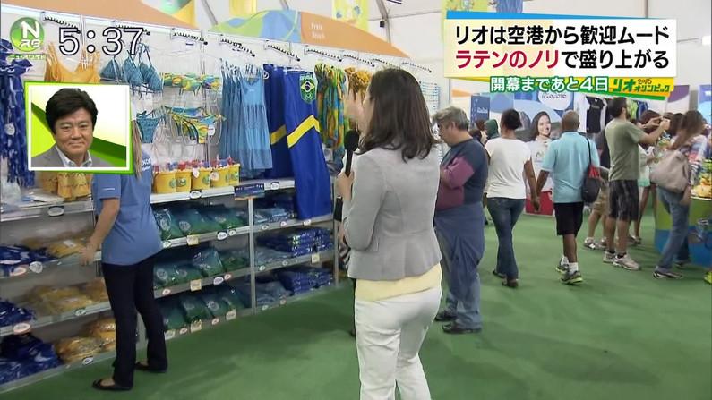 【お尻キャプ画像】タレント達がピタパン履いてパン線まで見せまくりww 24