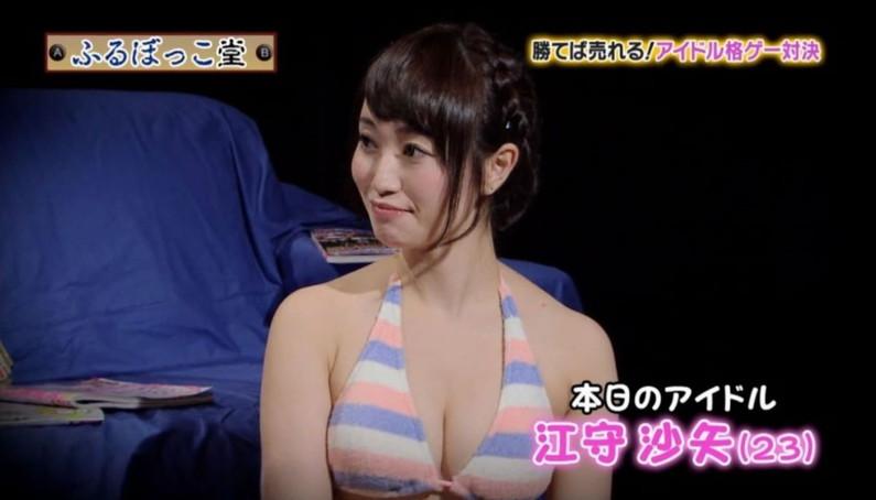 【胸ちらキャプ画像】テレビなのにちょっと谷間見せつけ過ぎじゃねぇか?ww 24