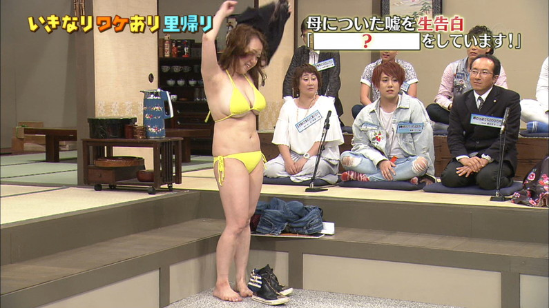 【水着キャプ画像】巨乳美女が小さなビキニ着てテレビに出てるんだけど、オッパイやべーww 18