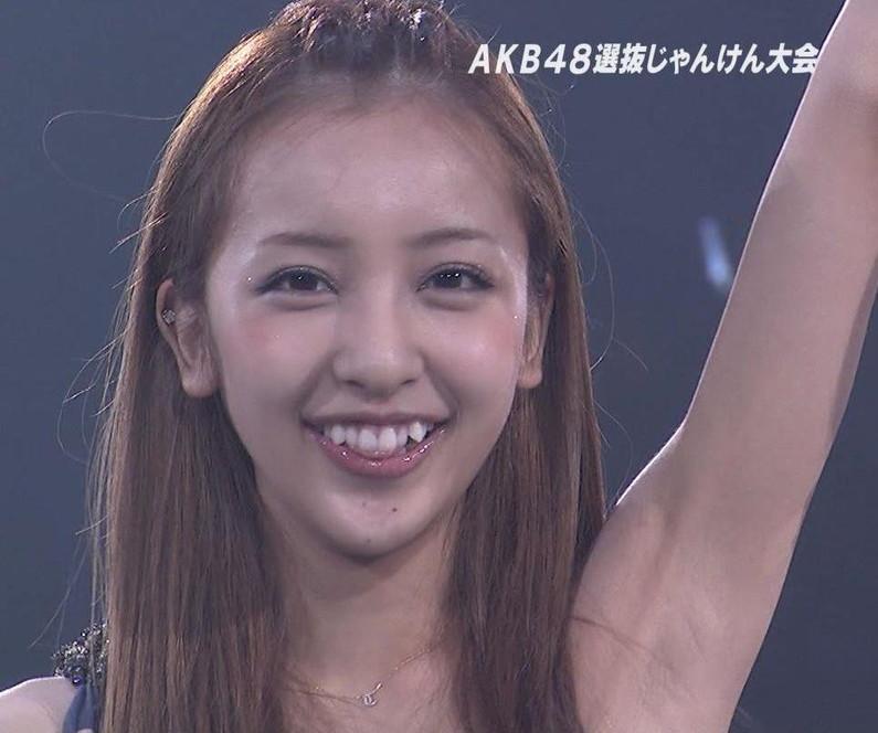 【脇キャプ画像】女子アナやアイドルの脇マンコがエロくてヤバイw 20