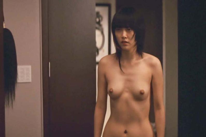 【濡れ場キャプ画像】女優たちのオッパイ丸出しの演技がこちらww