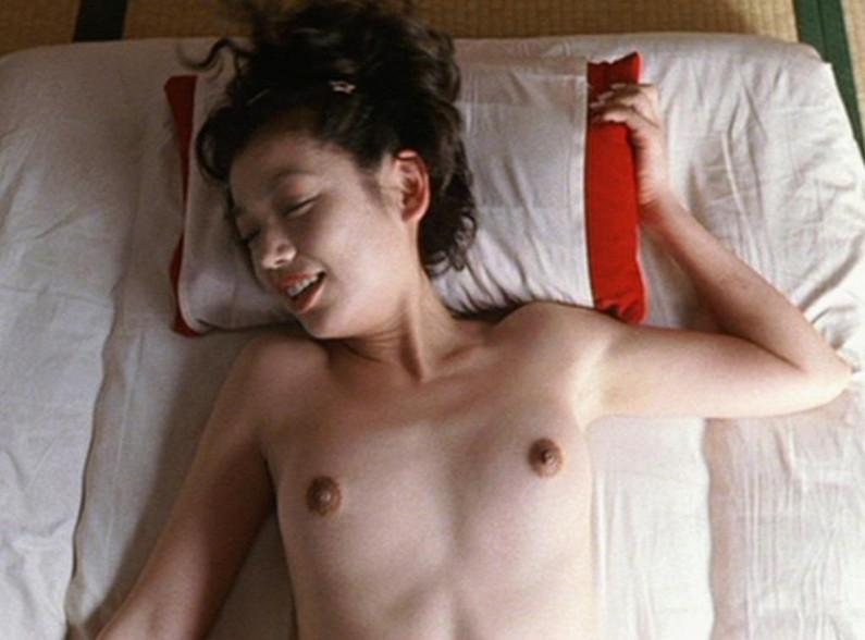 【濡れ場キャプ画像】女優たちのオッパイ丸出しの演技がこちらww 05