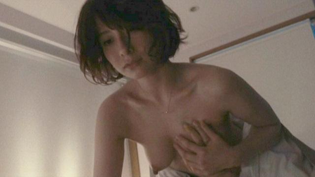 【濡れ場キャプ画像】女優たちのオッパイ丸出しの演技がこちらww 14