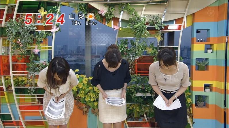 【胸チラキャプ画像】テレビで谷間見せつけ過ぎなタレント達w 12