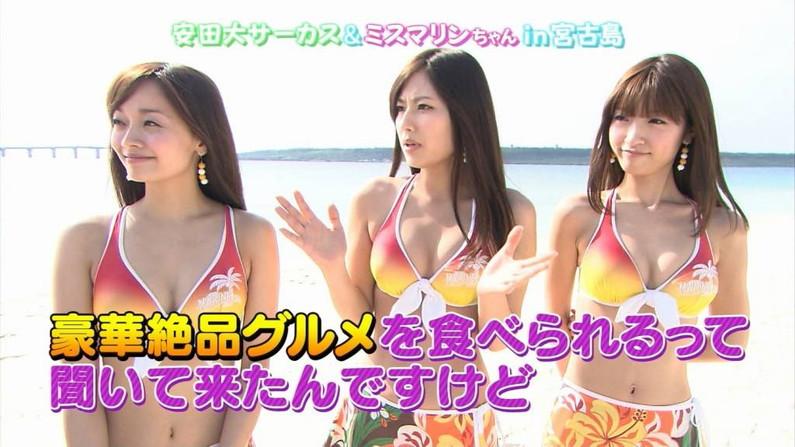【水着キャプ画像】巨乳がはみ出す水着姿のタレント達がエロすぎw 05