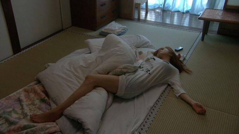 【寝顔キャプ画像】タレント達の無防備な寝姿に思わず夜這い仕掛けたくあるw 19