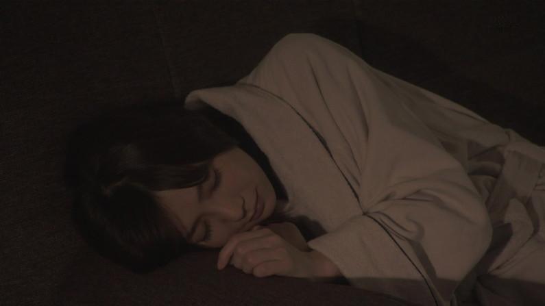 【寝顔キャプ画像】タレント達の無防備な寝姿に思わず夜這い仕掛けたくあるw 23