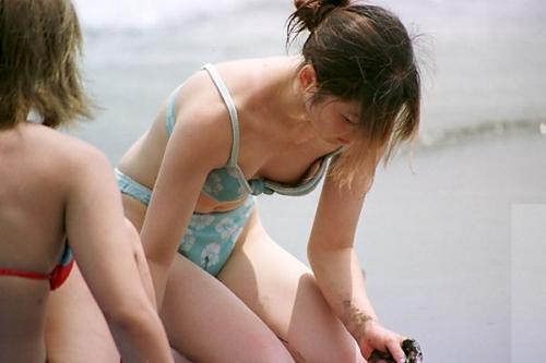 【素人ハプニング画像】水着美女がはしゃぎすぎて色んなものが水着からはみ出してるw 04