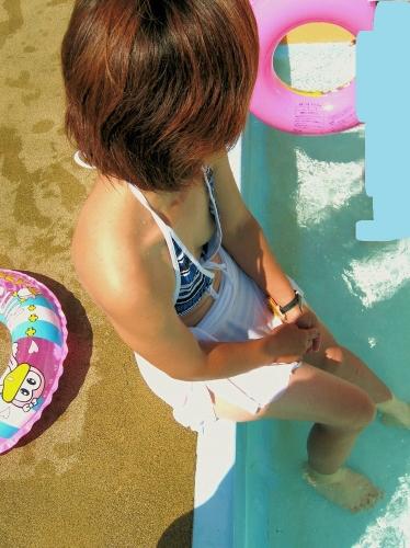 【素人ハプニング画像】水着美女がはしゃぎすぎて色んなものが水着からはみ出してるw 17