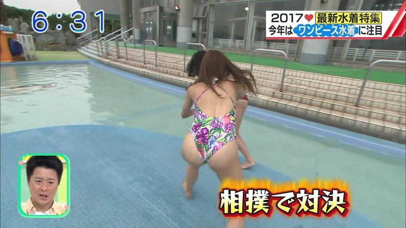 【お尻キャプ画像】テレビで水着美女のハミ尻が映りまくってるんだけどやばくね?w
