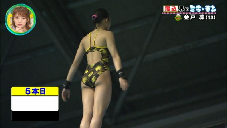 【お尻キャプ画像】テレビで水着美女のハミ尻が映りまくってるんだけどやばくね?w 11
