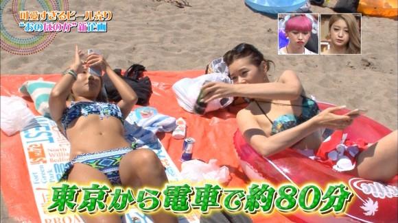 【水着キャプ画像】今夏テレビに映った素人のエッチなビキニ姿がすでにやべーw 24