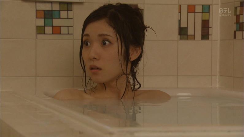 【温泉キャプ画像】何が起こるかわからない!美人なタレントさん達の入浴シーンww 11