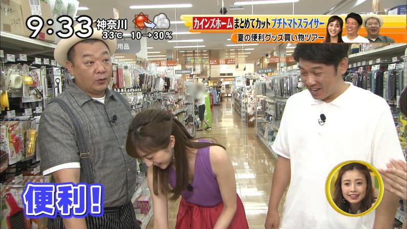 【胸ちらキャプ画像】テレビだからとエロい谷間見せつける巨乳タレント達w 12