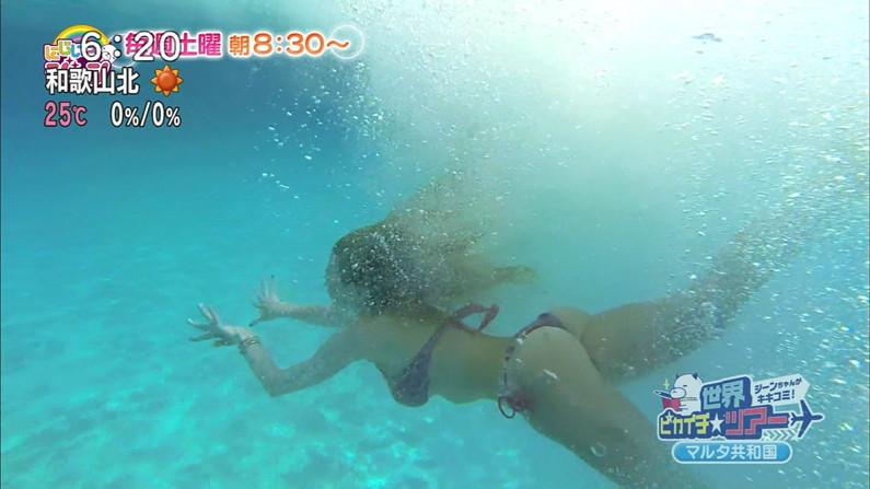【お尻キャプ画像】テレビに水着からハミ尻しまくりの美女が映りまくってるんだけどw 05