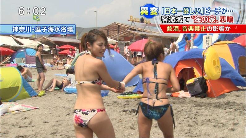 【お尻キャプ画像】テレビに水着からハミ尻しまくりの美女が映りまくってるんだけどw 15