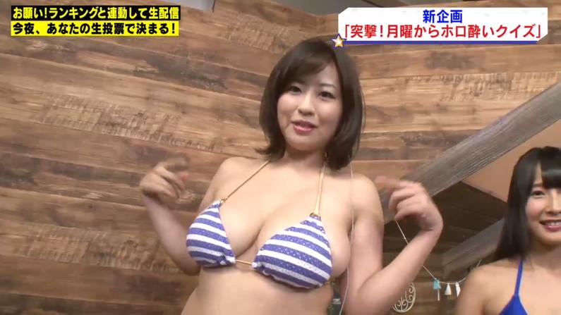 【水着キャプ画像】水着タレントの稼ぎ時!テレビにエロい水着着た美女達が映りまくってるぞw 22