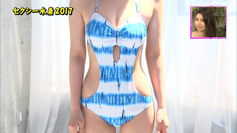 【水着キャプ画像】水着タレントの稼ぎ時!テレビにエロい水着着た美女達が映りまくってるぞw 23