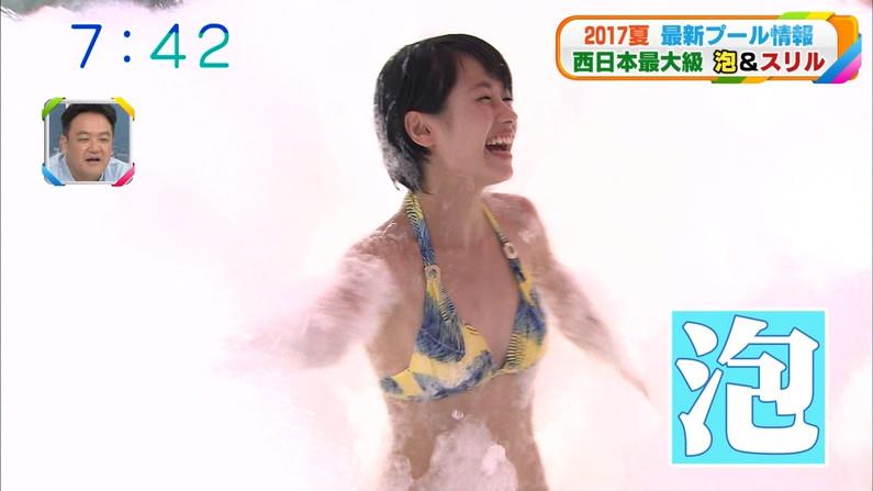 【水着キャプ画像】水着タレントの稼ぎ時!テレビにエロい水着着た美女達が映りまくってるぞw 24